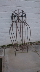 Metalwork of giant owl willow sculpture by Purple Sue