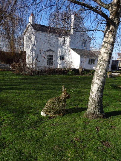Willow sculpture of rabbit by Purple Sue